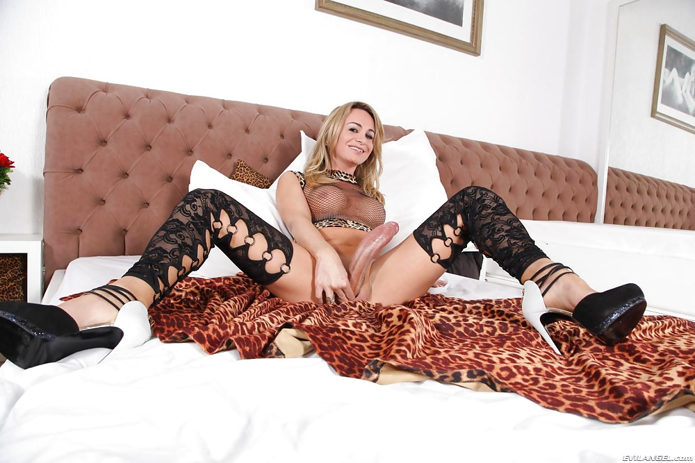 Dotada Camilli Andrade - Só Travestis