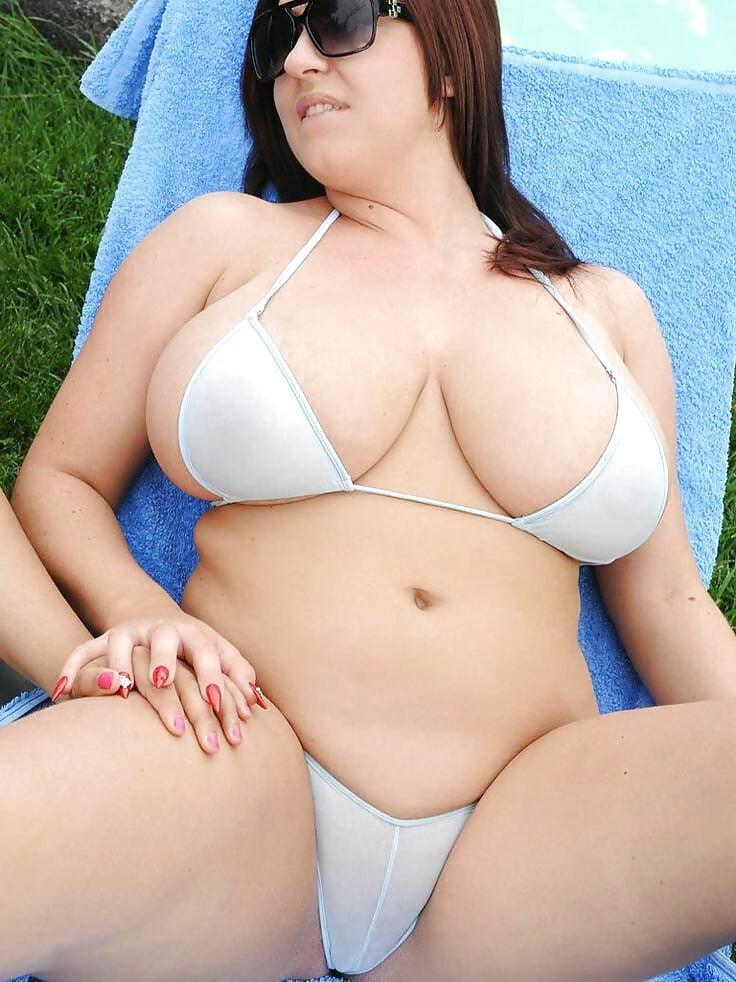 Chubby babe nude pics