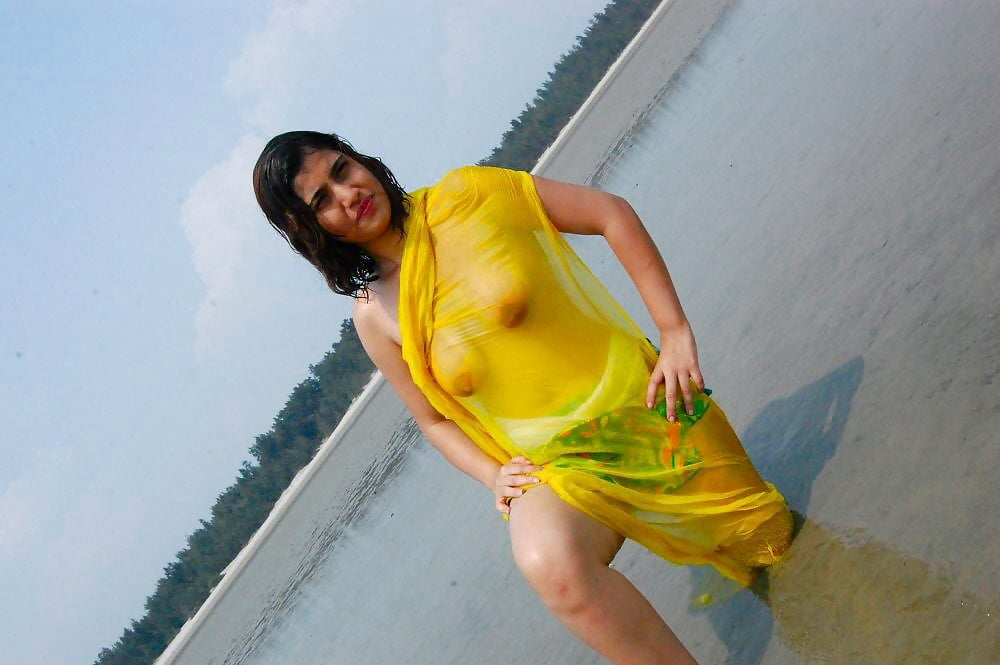 Indian aunties wet nude rubs pussy free