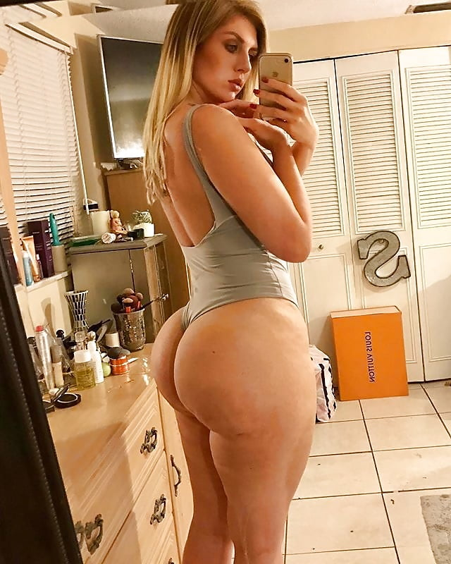 naked-bubble-butt-selfie-amateur-teen-humiliated