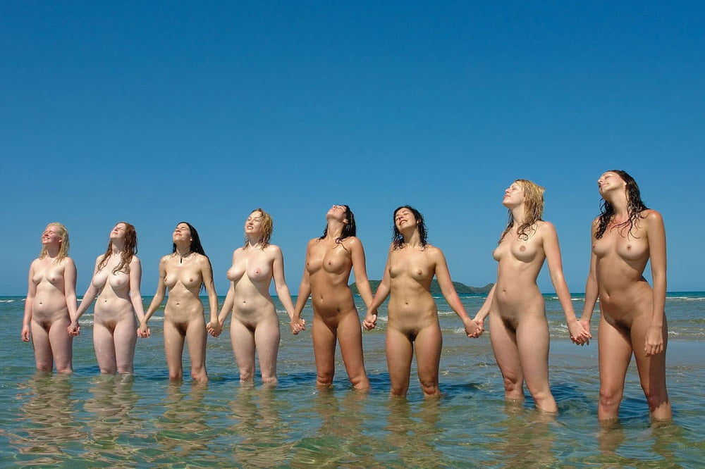 Нутрь группа телок купается голышом смотреть онлайн
