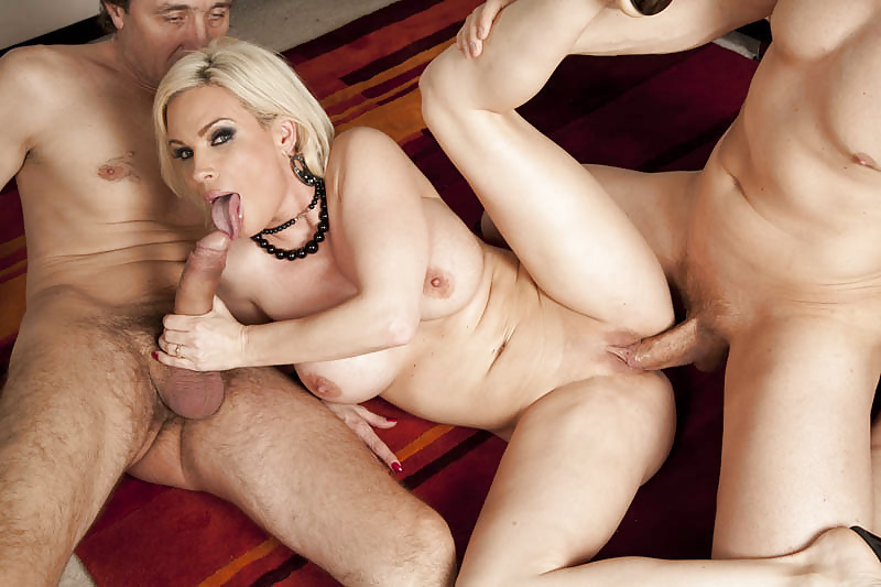 Рот вместе порно баба и два любовника бразильская