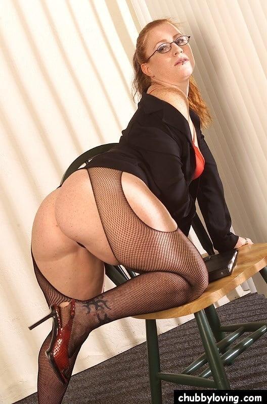 Секс толстые ляжки в мини юбках фото