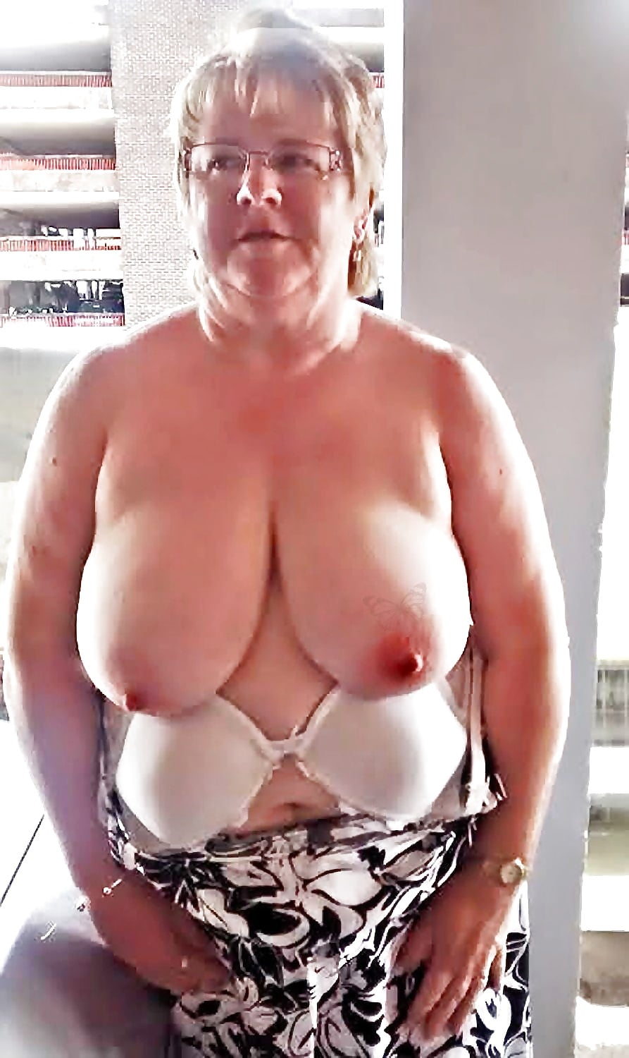 african-grils-big-granny-breasts-wives-pussy