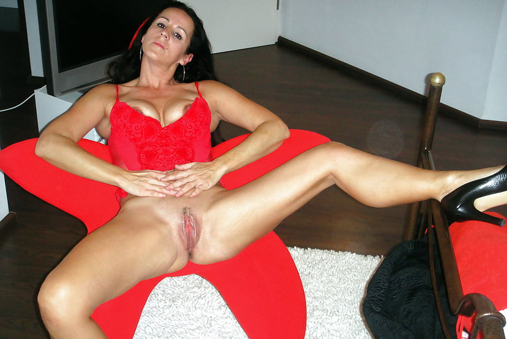 Sexy Mature Mom With Long Legs And Big Boobs