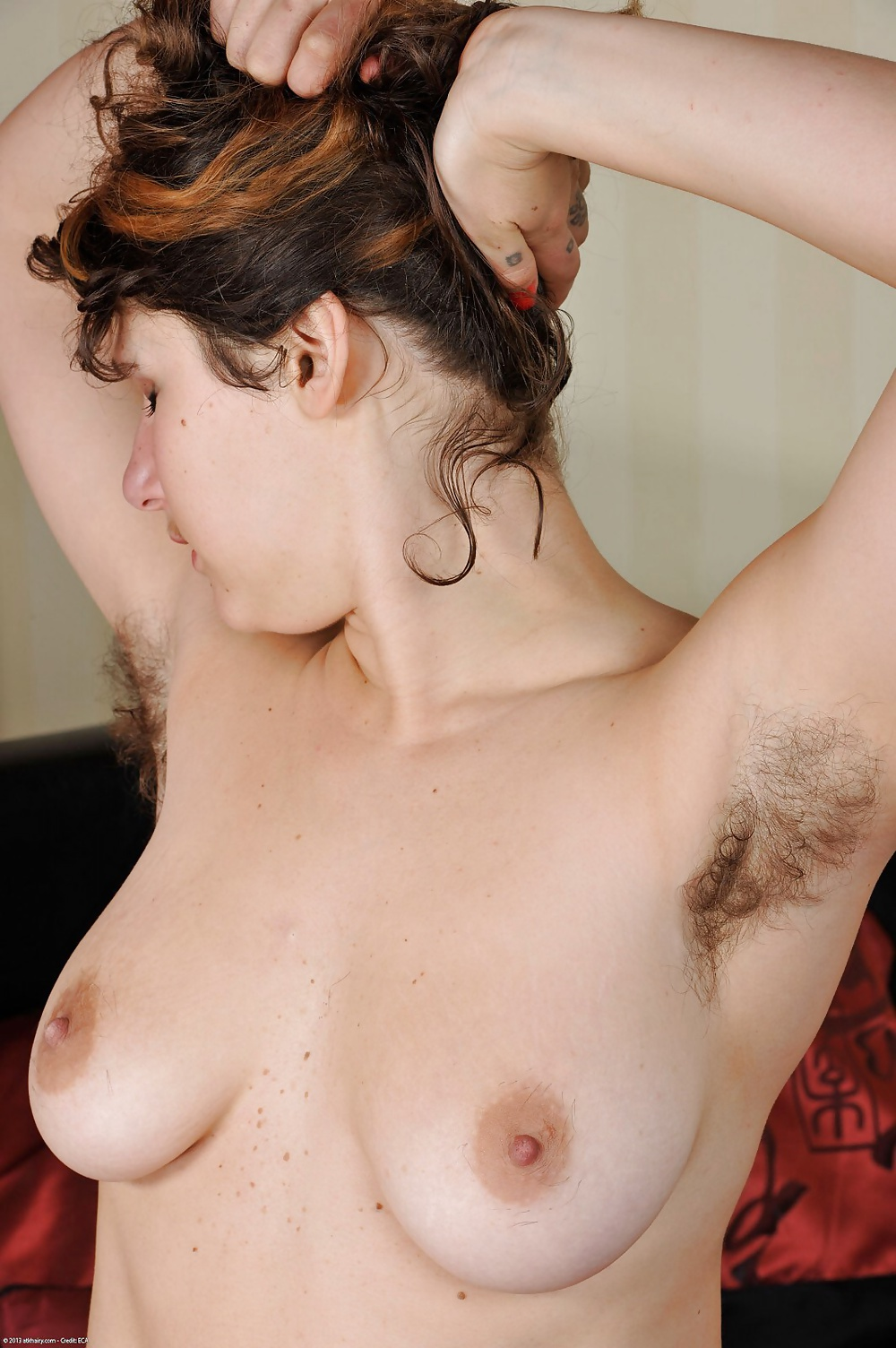 Chaud France Natural Hairy Mom With Big Tits
