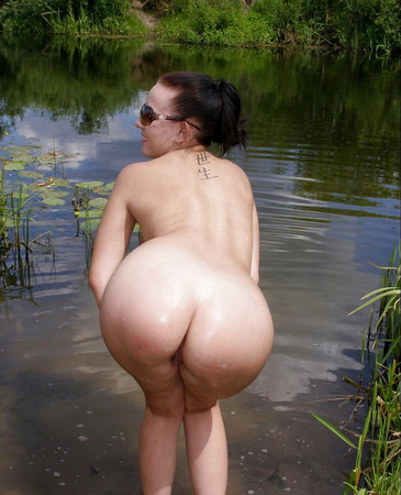 Housewife Ass 3