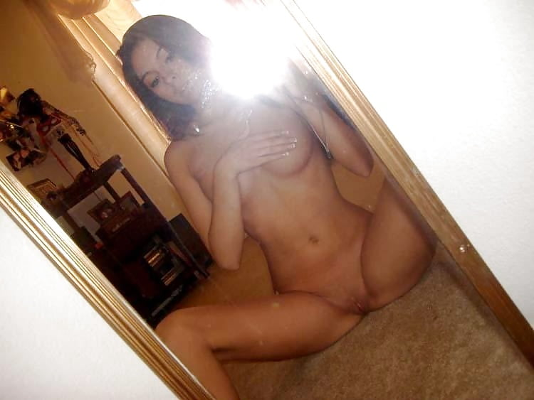 Фото голой девушки в зеркало