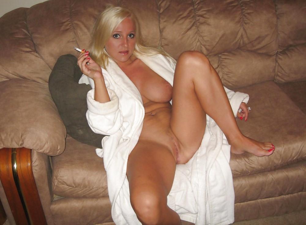 Nude pics Caught upskirt no panties