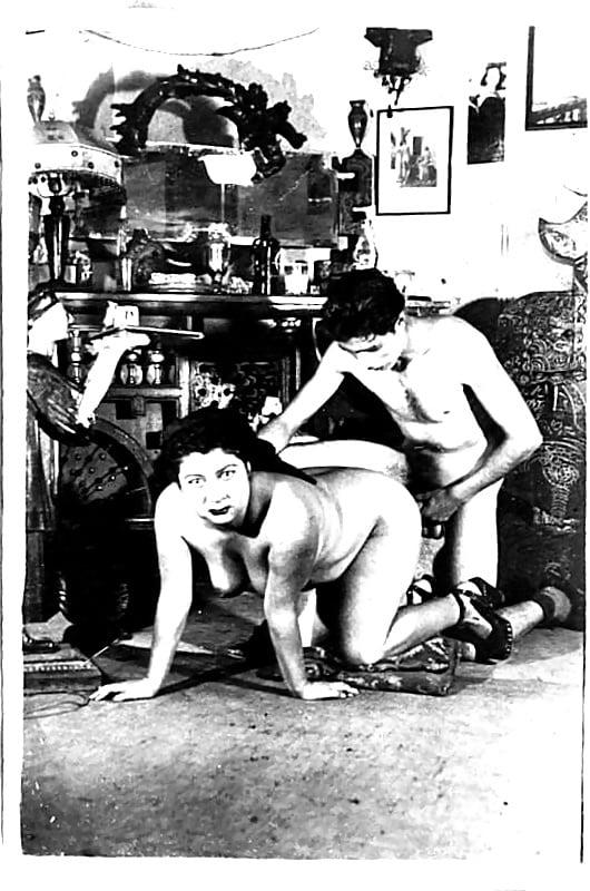 porno-foto-osada-stalingrada-devke-vsyu-nog