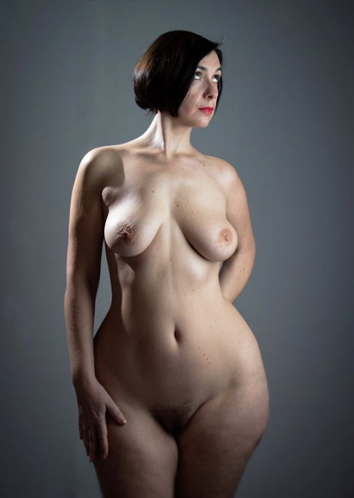 Wide hips polish nude — img 2