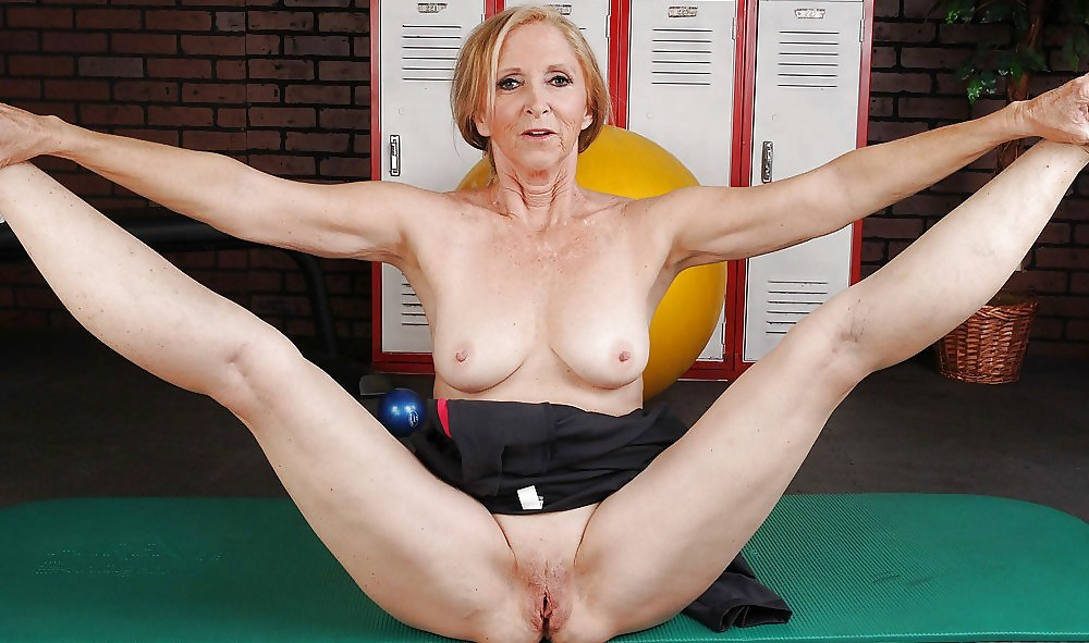 mature-nude-yoga-girl