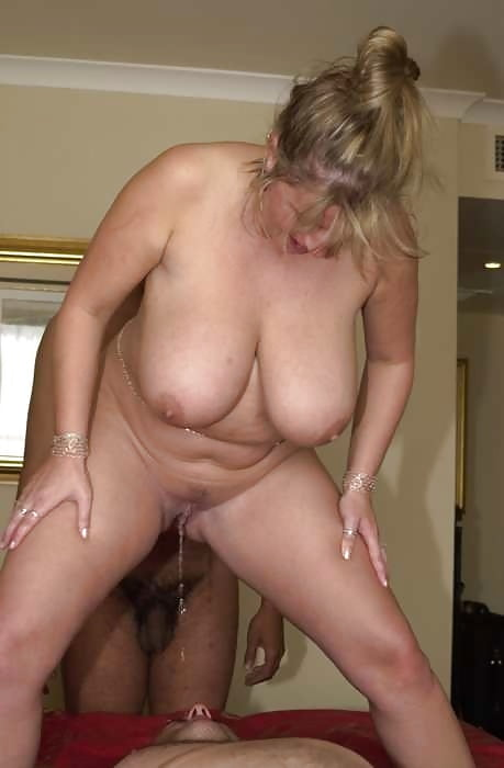 Hairy mature pee-5981