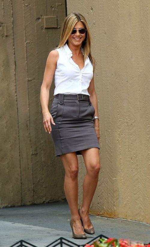 Let's wank on Jennifer Anniston pantyhosed legs - 20 Pics