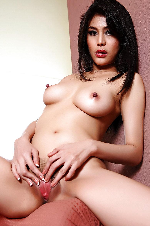 taken-nudes-rahma-azhari-girl-naked