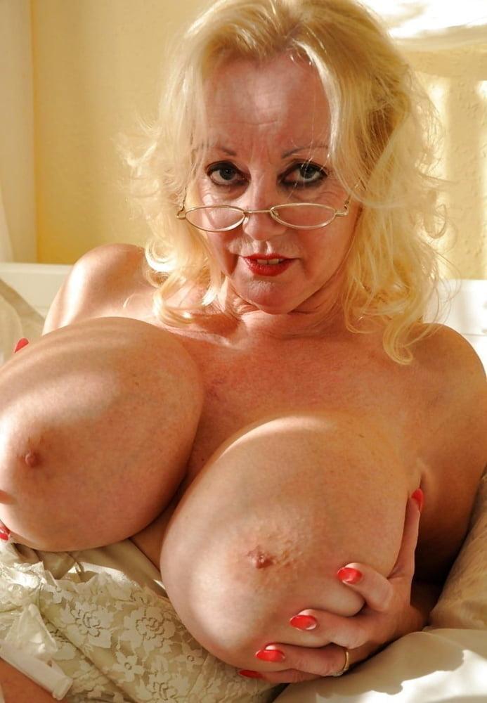 Cindy british wife