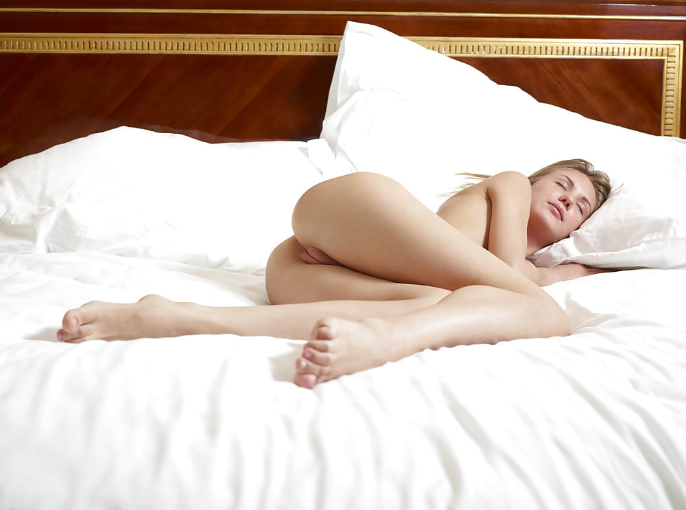 Fuck with nude sleeping girl on bed