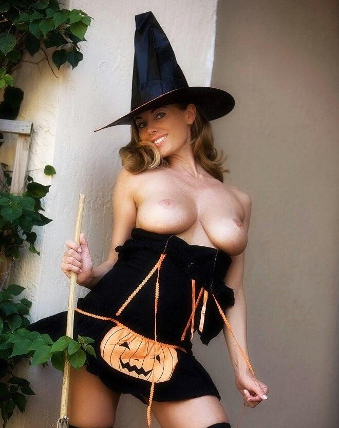 halloween-nudes-girls