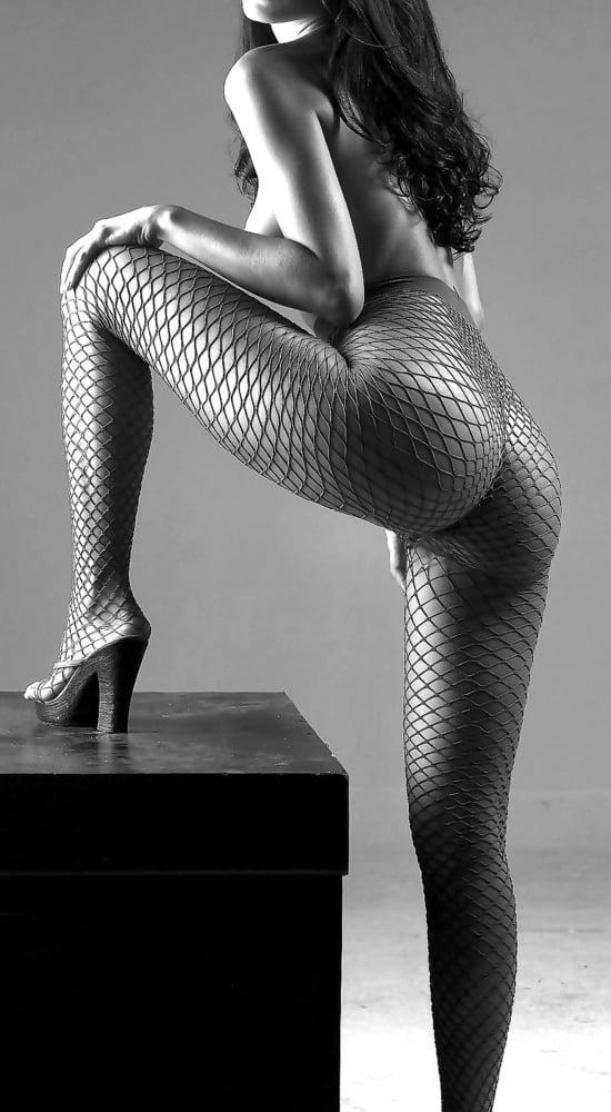 Artistic Black & Whites 7 - 50 Pics