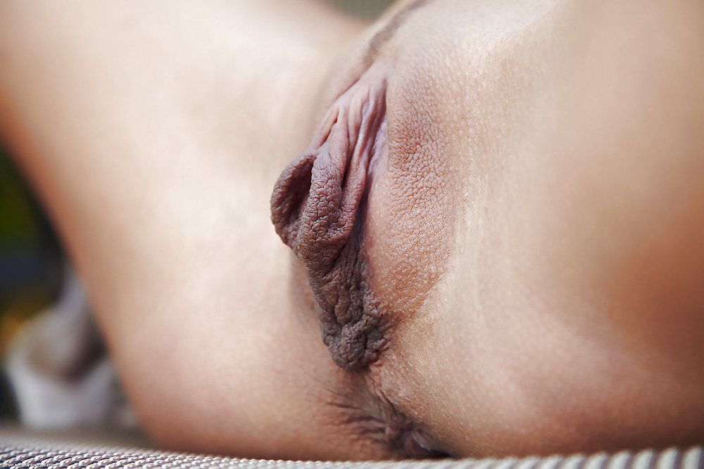 Naked pussy with no pussy lips — 10