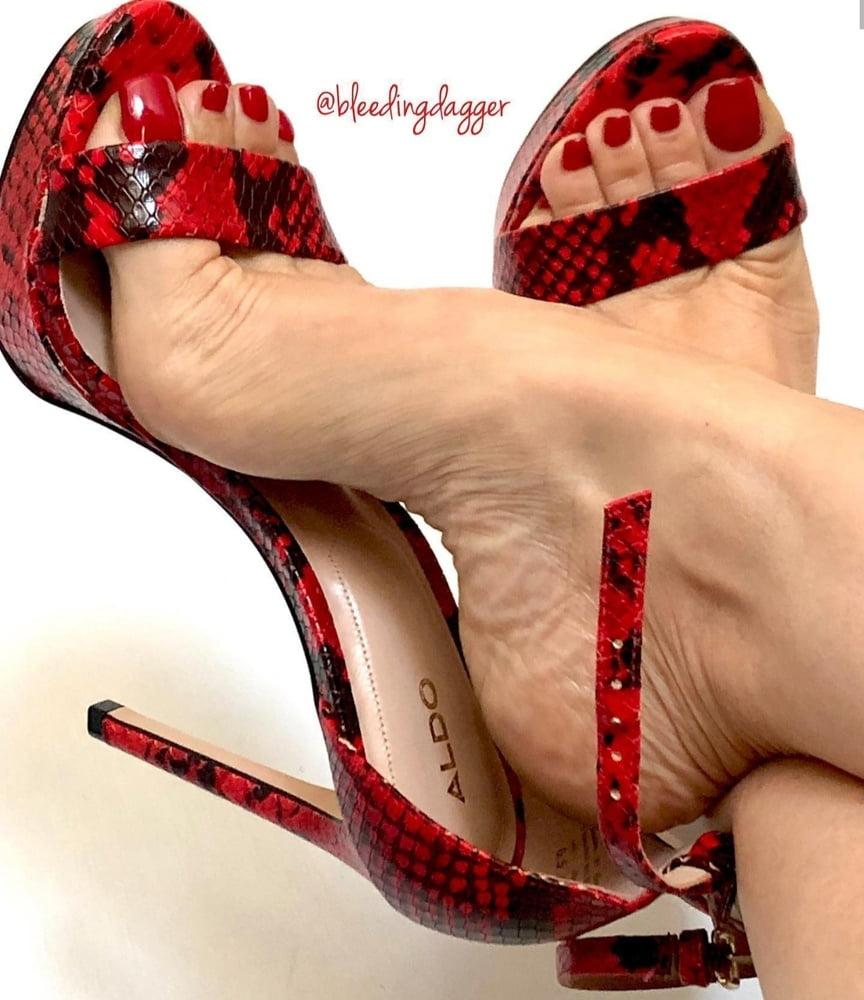 Hot Feet - 200 Pics