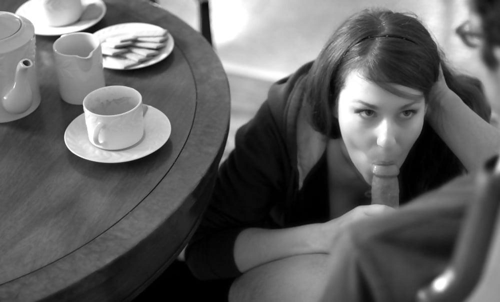 Трахается вместо того чтобы пить чай, минет от шикарной африканки