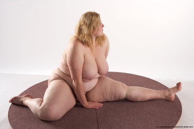 Chubby nude brunette