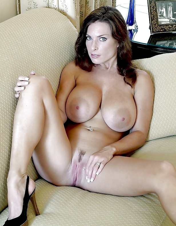 naked-busty-cougars