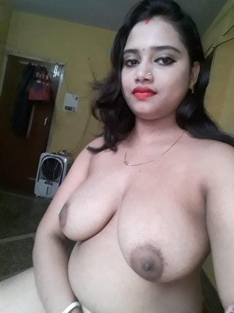 Aunty Riya - 17 Pics