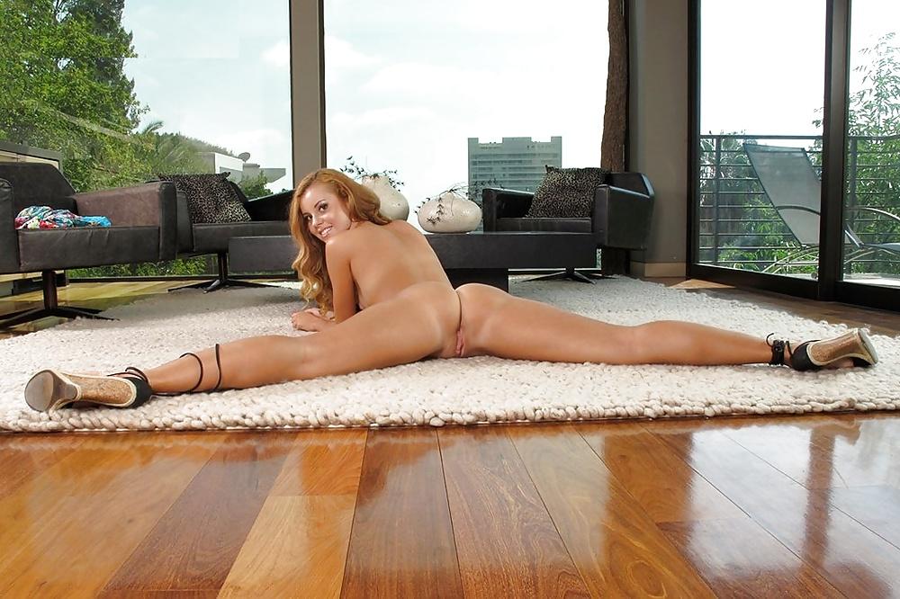 объявляется фото голых женщин в шпагате решетку угодить недолго