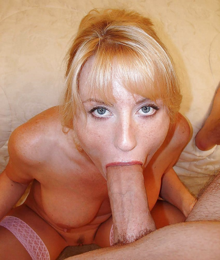 Hot mature sucking dick