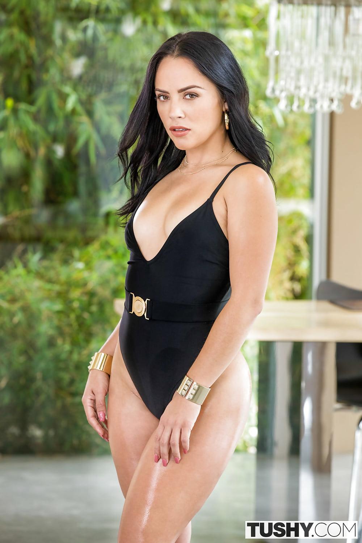 Sexy saleswoman kristina rose has anal sex with her customer