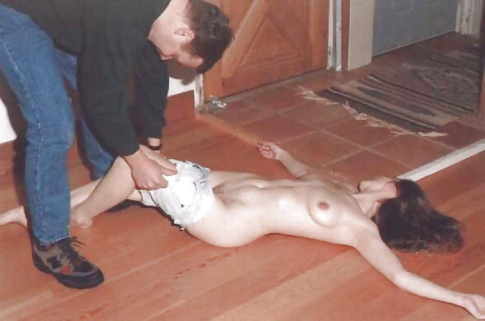 Пьяные девушки видео раздеваются до гола, две девушки заказали массажиста