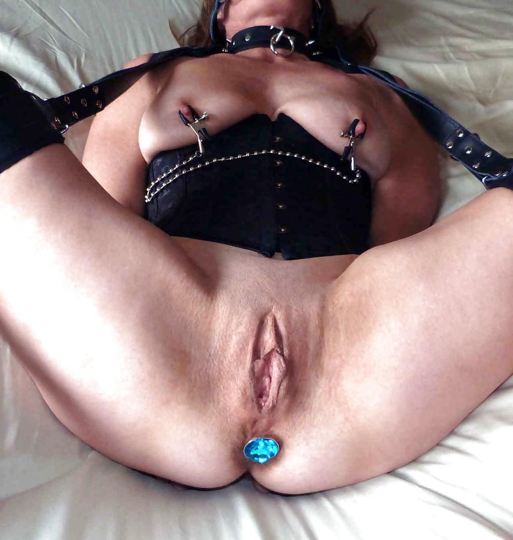 porno-kartinki-bdsm-s-genitalnimi-zazhimami-narezka-zharkih-momentov-seksa