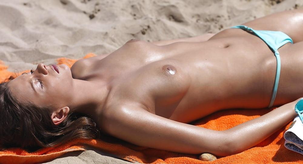 moorea-nude-beach-horny-girls-video