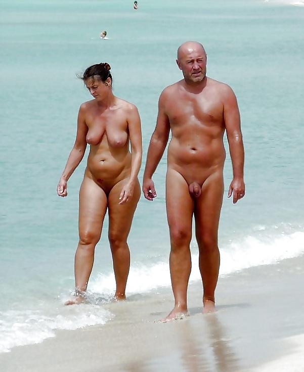 Жена с мужем на пляже, китаянку трахнули на улице