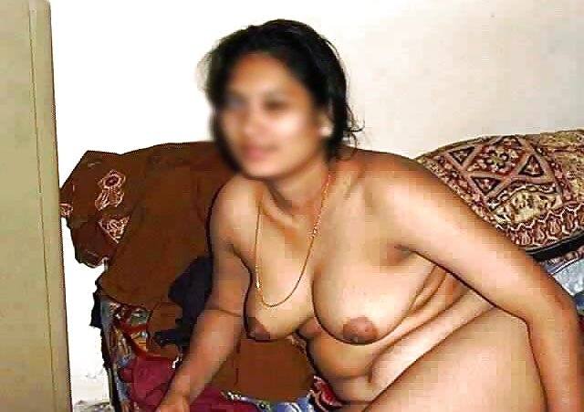 Desi aunty in black bra