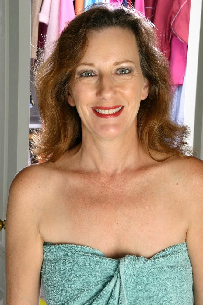 Mature mom small tits