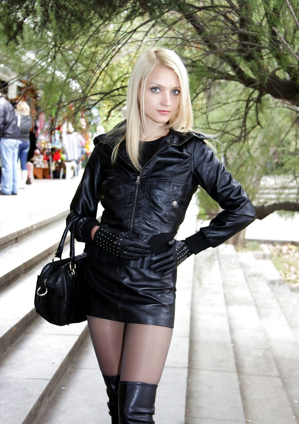 young-girls-in-leather-gallery