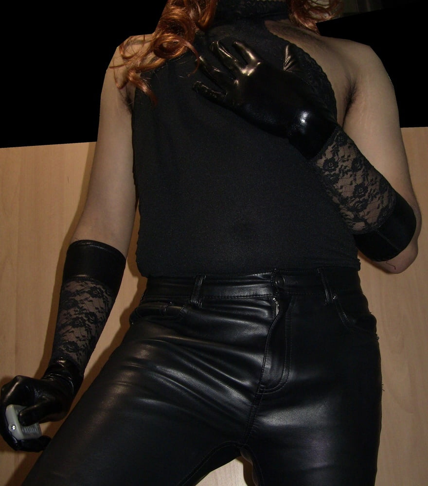 Amina Black Tranny Posing In Black Leather Pants Shemales Club