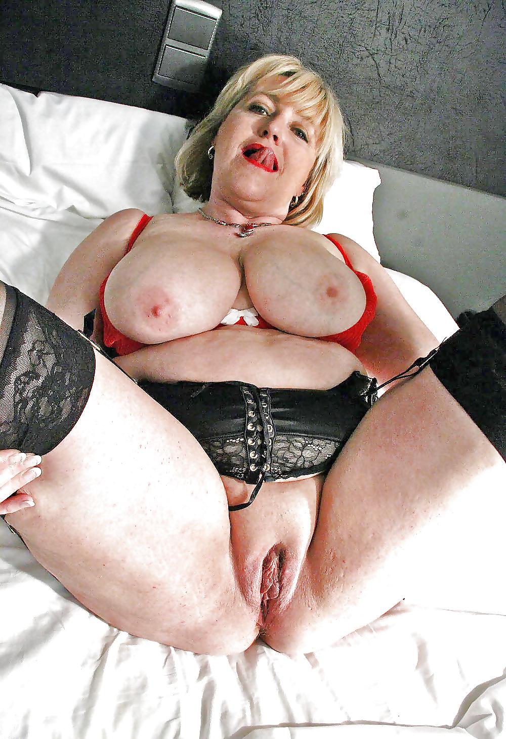 mature-older-plumper-granny-girls-nude
