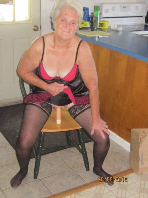 Moms naked pics home