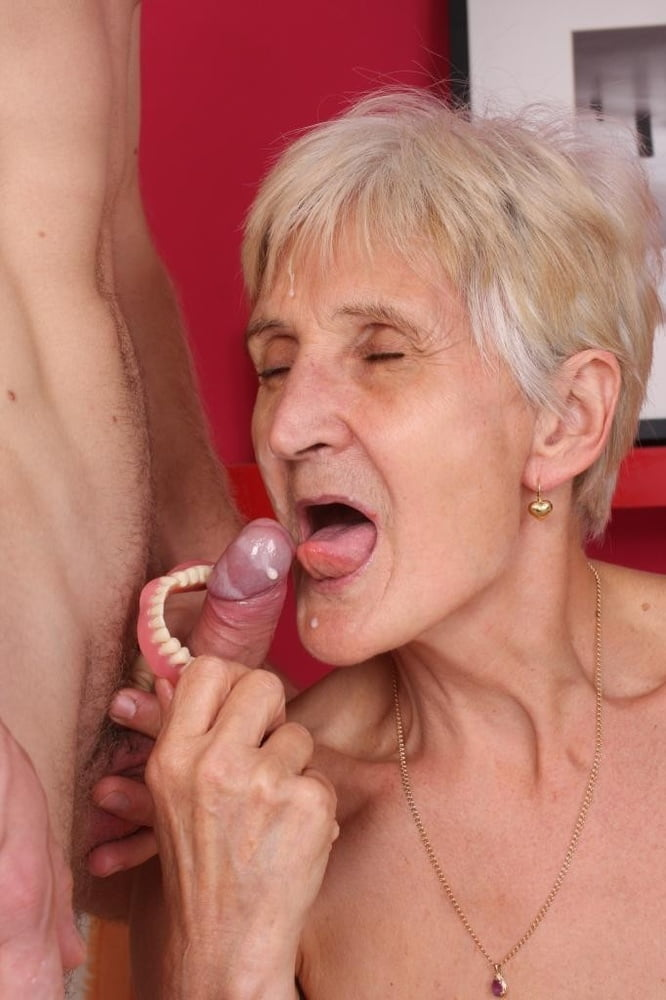 granny-lov-twink-naked-middle-aged-lady