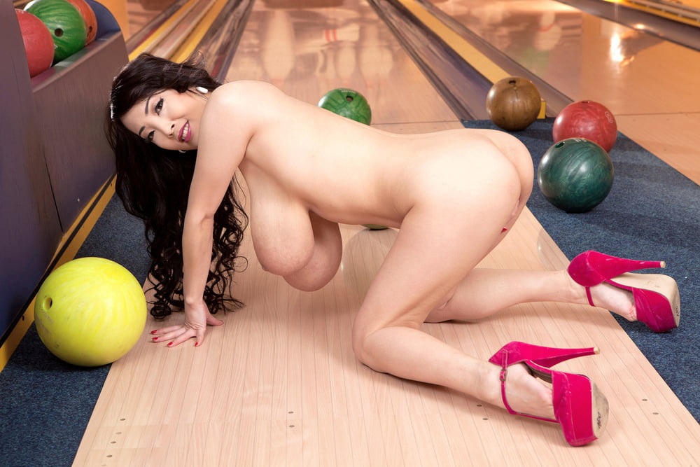 Bowling For Boobs- 41 Pics