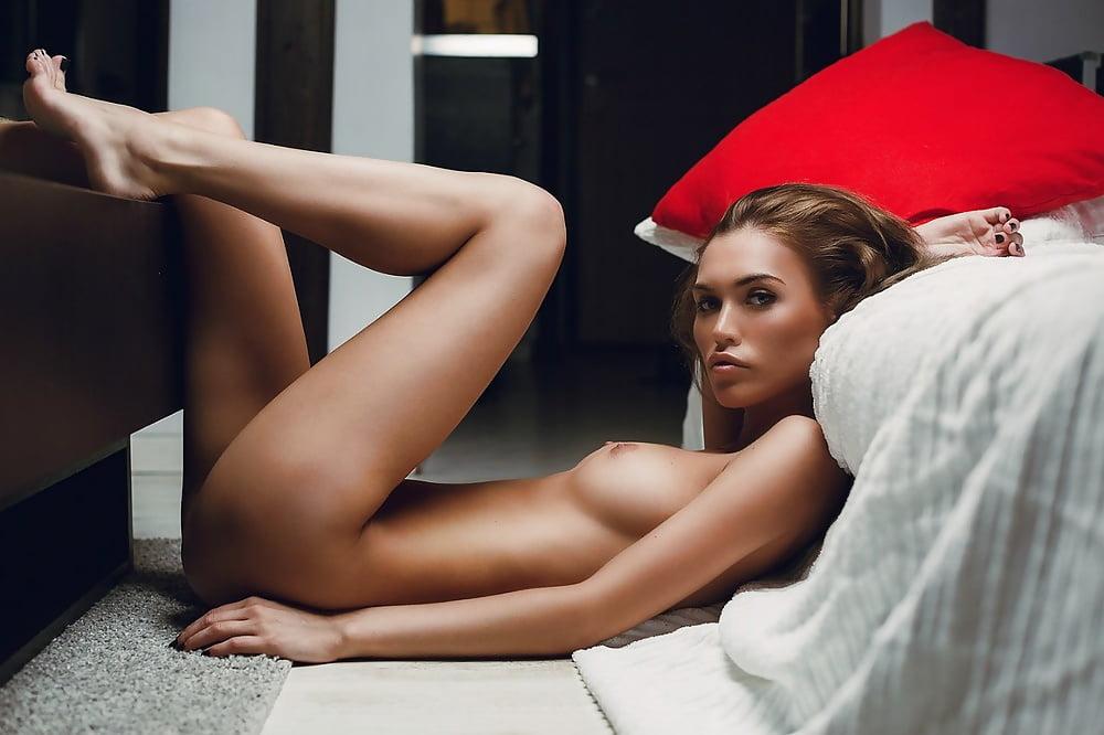 amateur-sunbather-give-kornakova-naked-tight