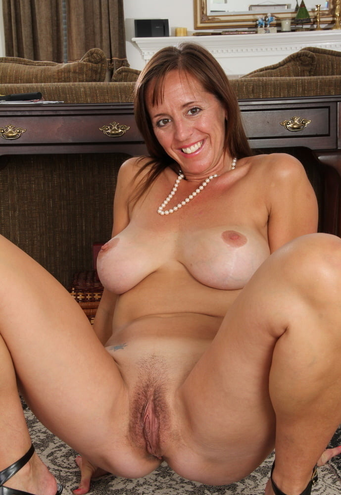 Pic Nude Mom
