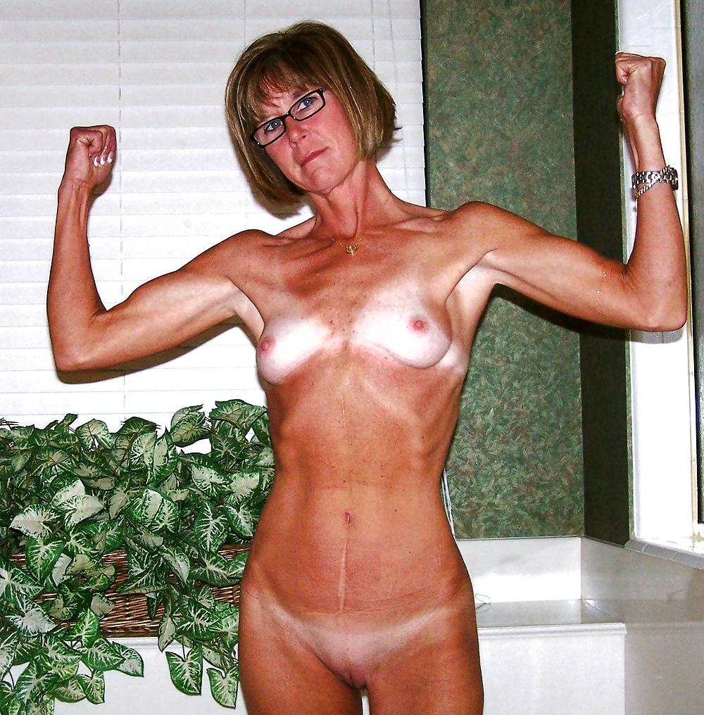 Naked average skinny mom