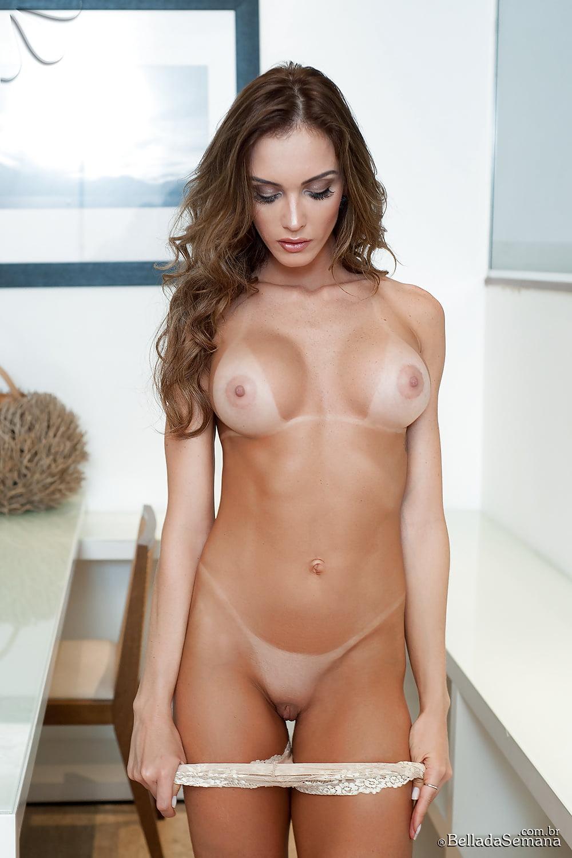Avery Nude