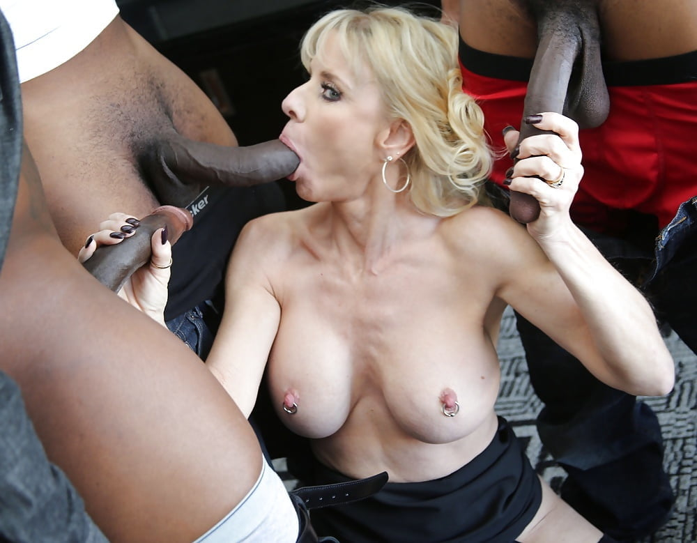 Mature slut gets banged by a black dong