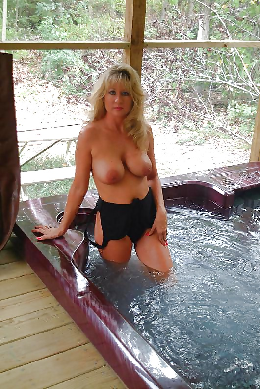 nude-amature-milf-hot-tub-nacked-wemon-sexy-boobs-haveing-sex